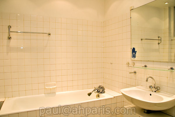 Ah Paris vacation apartment 165 - sdb2