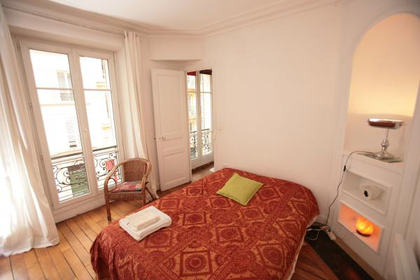 Ah Paris vacation apartment 365 - chambre