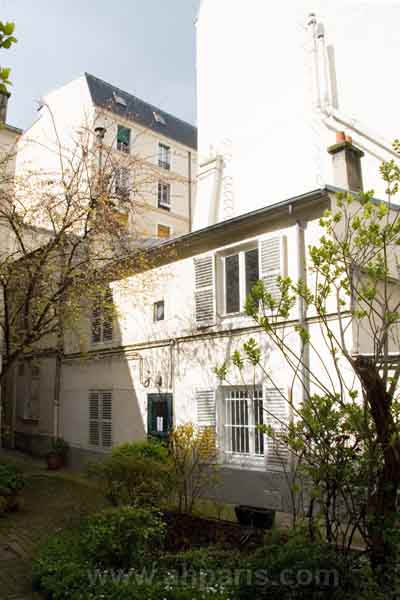 Ah Paris vacation apartment 372 - immeuble